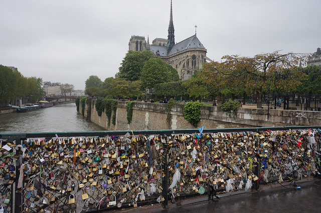 love-bridge-paris-notre-dame