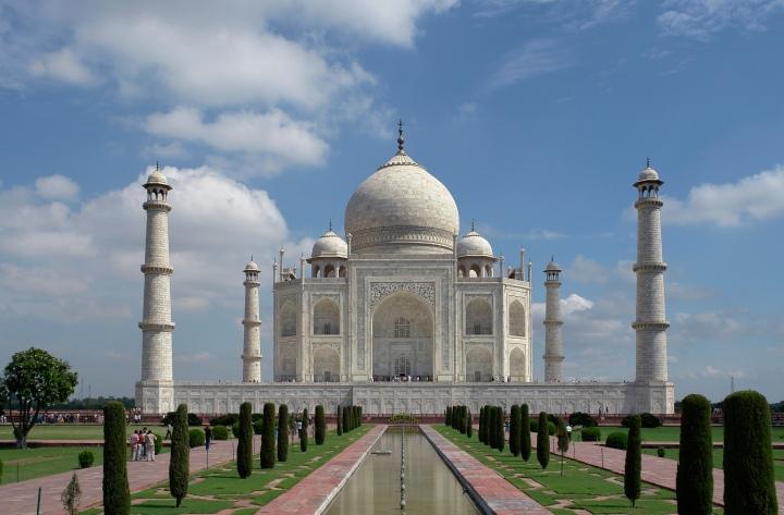 Taj_Mahal,_Agra,_India_edit2.jpg