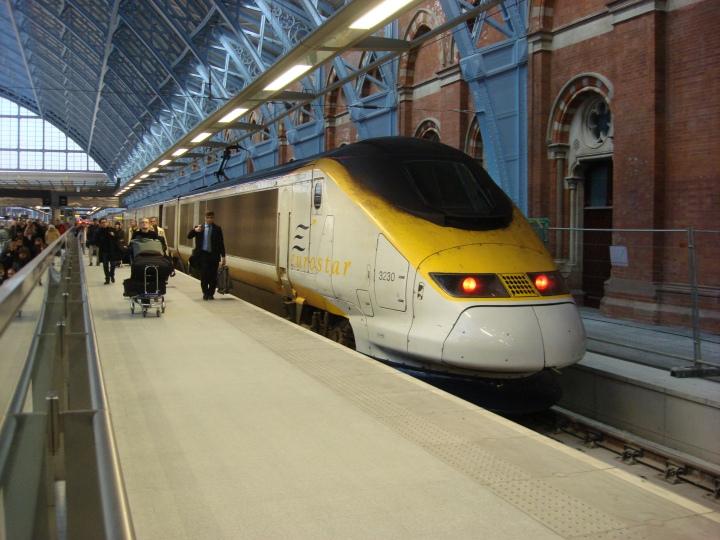 Eurostar_at_St_Pancras_railway_station