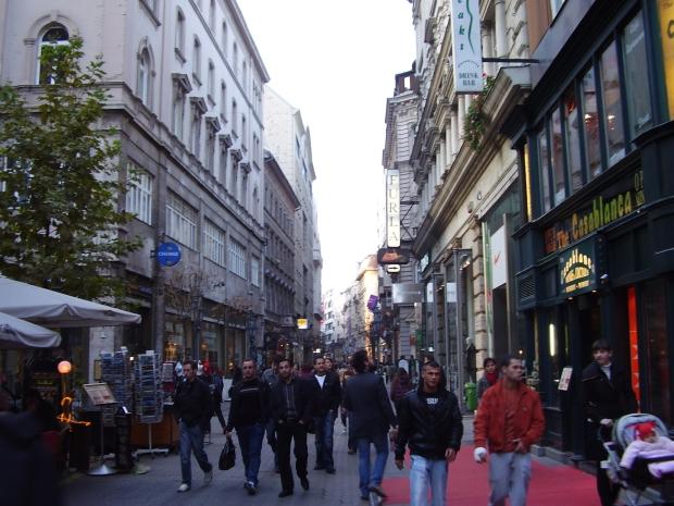 Váci_utca_budapeste.jpg