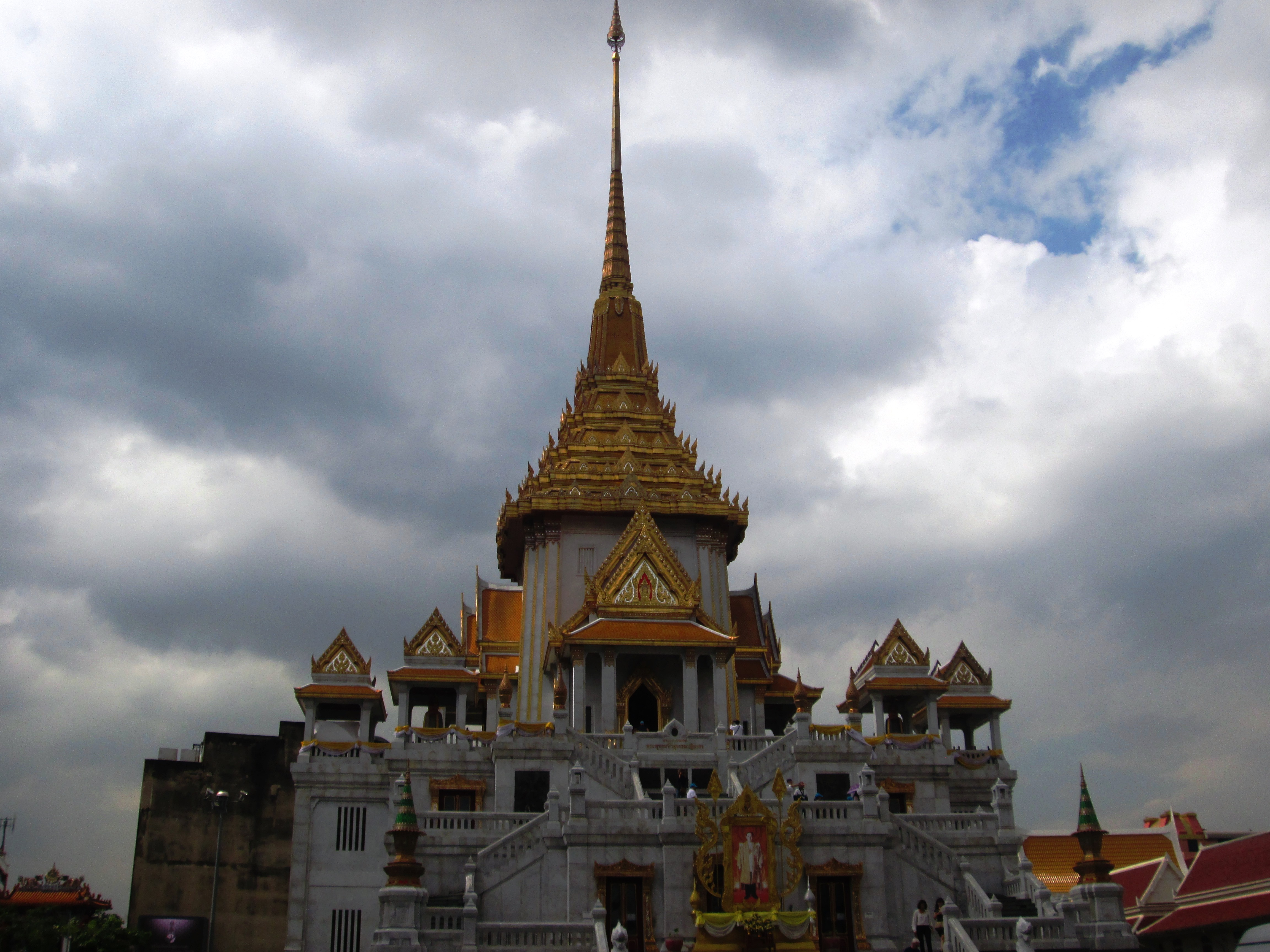 Bangkok_Chinatown_Wat Traimit1.jpg