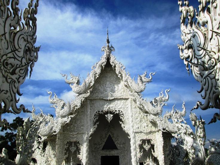 chiang-rai-white-temple3