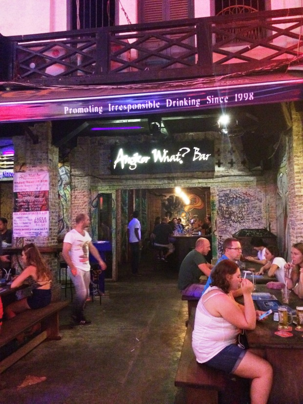 siem-reap-pub-street