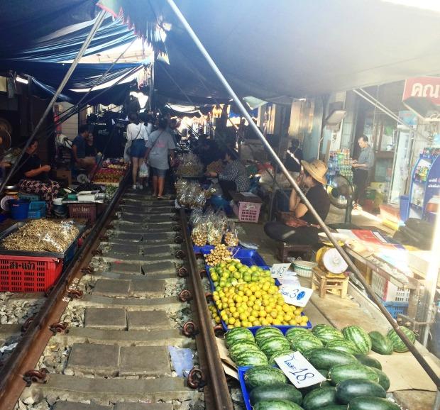 maeklong-market